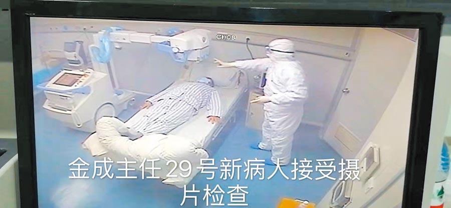 1月29日新病人在接受攝片檢查。