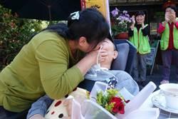 夫成植物人 愛妻為打氣情人節深吻20秒
