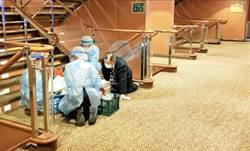 專家: 感染的檢疫官可能是脫手套時不注意感染的