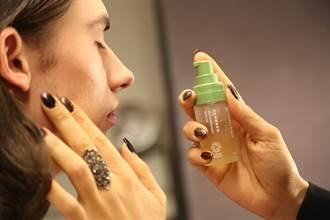 太好用紅到國外!這款台灣保養品成紐約時裝週彩妝師指定品牌