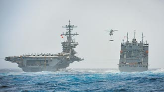 羅斯福號帶最強小弟 抵達西太平洋
