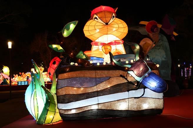 親子組燈王為台中市豐原區豐田國小「森林秘之音樂」,呈現花栗鼠DJ帶領小動物們投入歡樂的森林音樂饗宴,造型生動有趣。(王文吉攝)