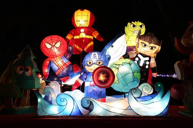 台中市光榮國中創作「復仇者聯盟X -拯救地球海洋生態」,奪下國中組燈王。(王文吉攝)