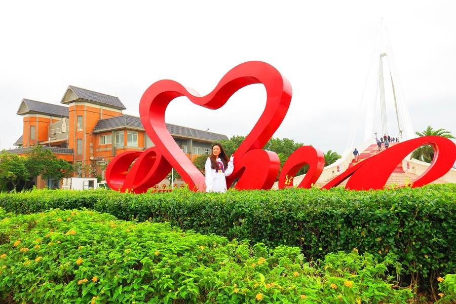 LOVE廣場巨型愛心裝置藝術,濃情蜜意表不完。(圖取自新北市漁業處官網)