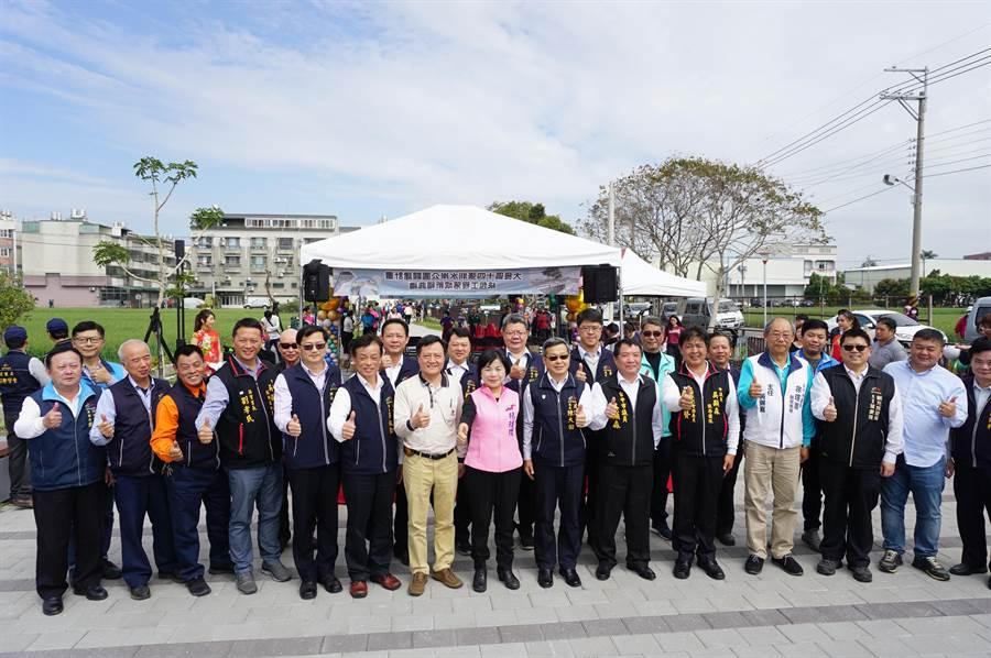 地方人士踴躍出席十四張圳水岸公園落成祈福典禮。(王文吉攝)