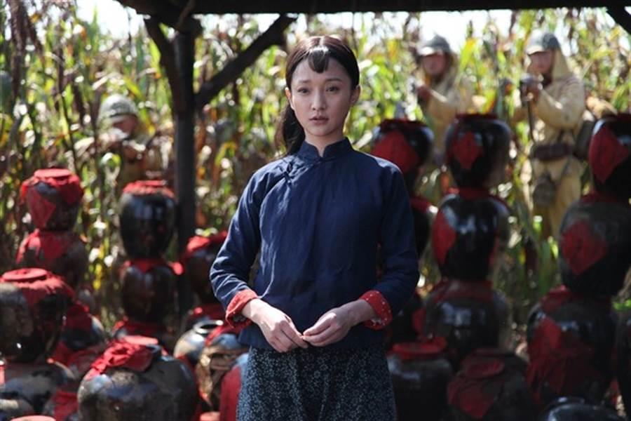 周迅主演的《紅高粱》到20集後進入抗日戰爭時期劇情,因而被山東衛視暫時停播。(圖/微博)