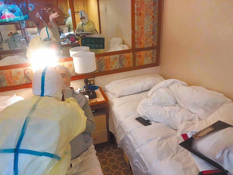 名8旬台灣籍老翁連日咳嗽,10日咳出血來,晚間接受篩檢。(讀者提供/中央社)