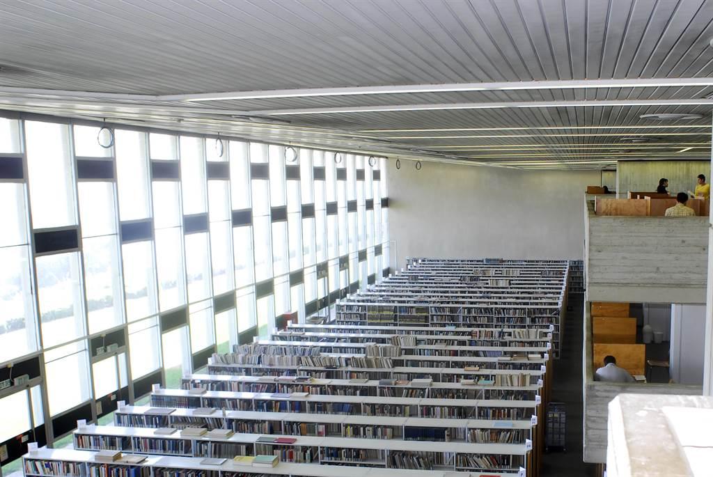 以色列海法大學尤尼斯和索拉亞·納扎里安圖書館。(東海大學提供/李侑珊台北傳真)