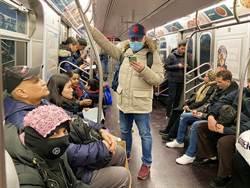 影》嚇壞!男地鐵「病毒」灑滿地 乘客尖叫驚逃