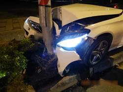 高市凌晨2起自撞車禍  1昏迷1落跑