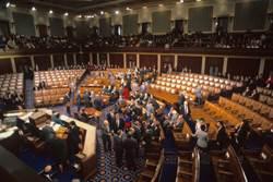 國會審查直播 超胸妹意外成亮點