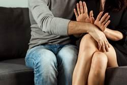 遭色男拖進門想硬上 女鄰居「舌吻」保清白