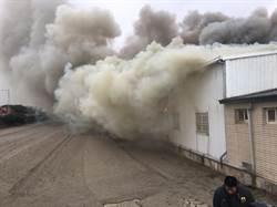 農地鐵皮廠又失火災了 濃煙遮天蔽日好幾公里