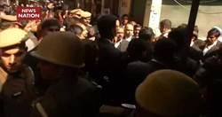印度法院驚傳爆炸事件!律師團互看不爽「怒丟炸彈」