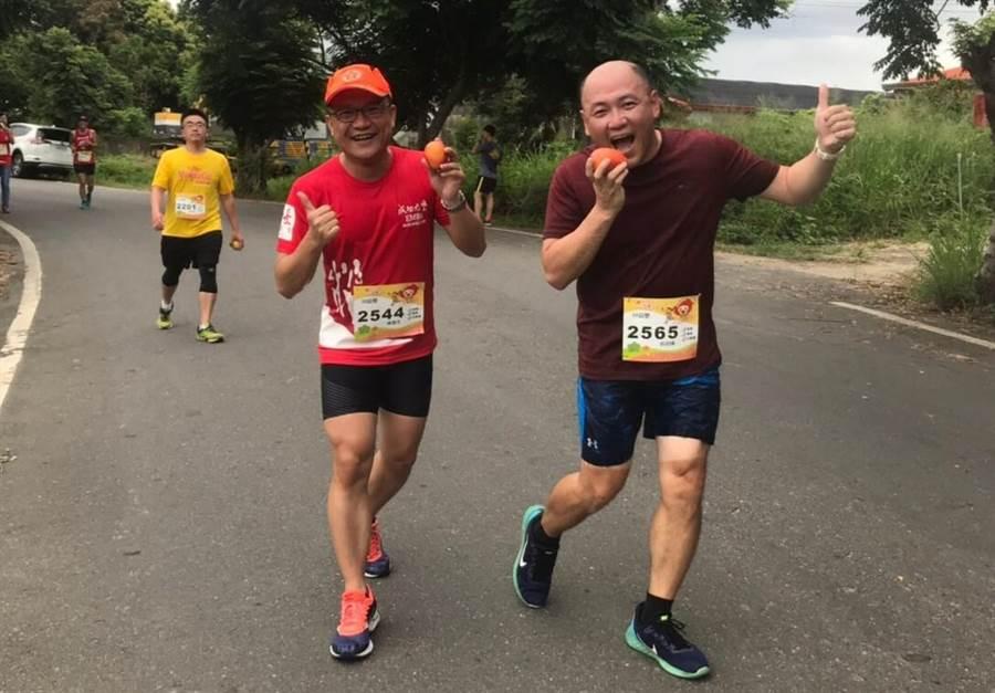 玉井芒果路跑特色就是跑者回程時需拿一顆芒果一起跑。(本報資料照片)
