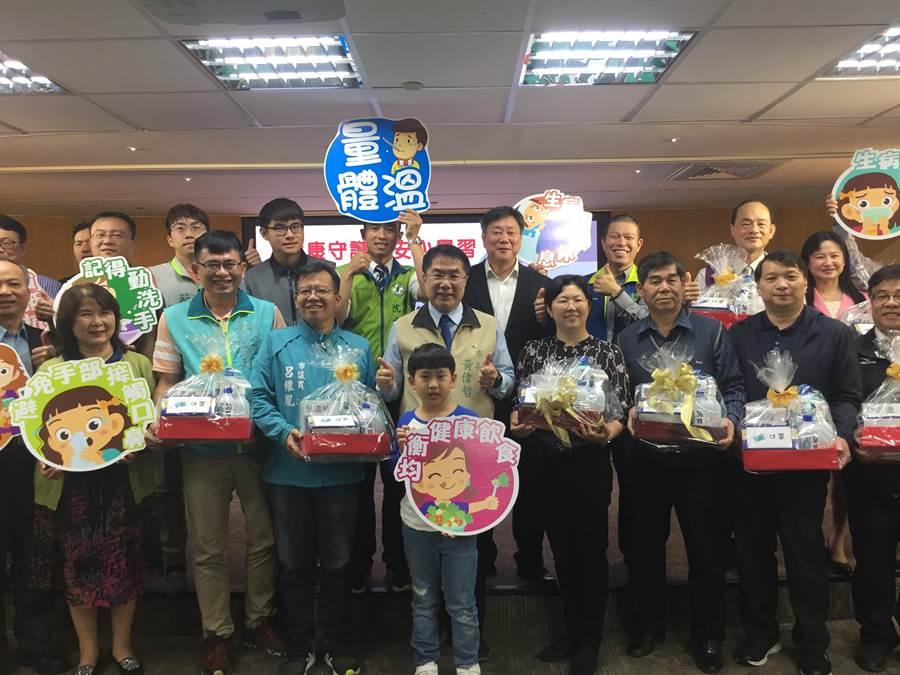 台南市教育局防疫物資準備好了!(曹婷婷攝)