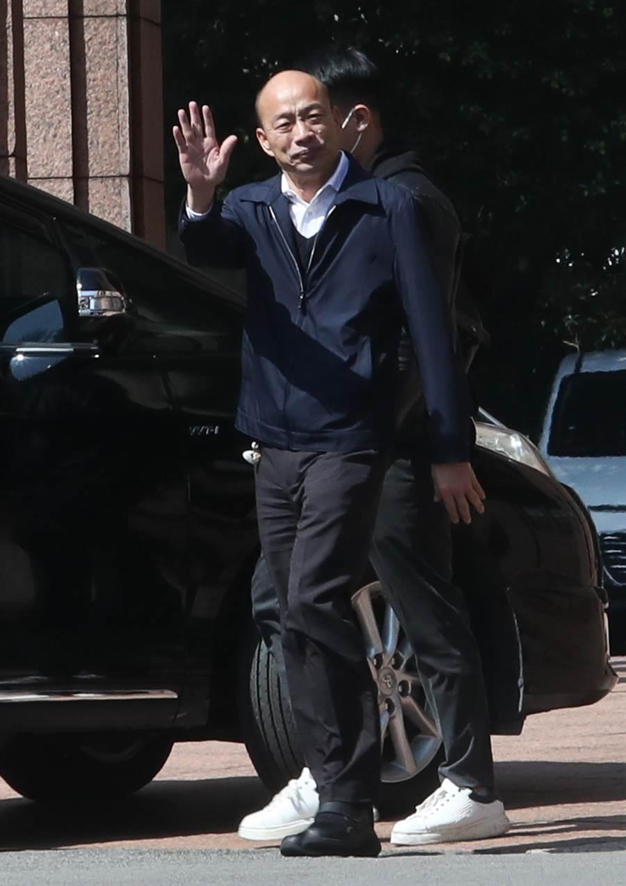 高雄市長韓國瑜(圖)13日出席行政院會,會後,韓國瑜步出行政院時,向媒體記者致意後,隨即搭車離開。(劉宗龍攝)