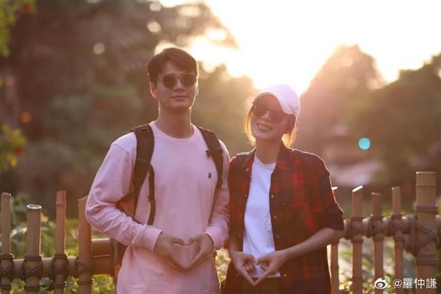 兩人在社群軟體上曬出照片和超音波照,宣告楊怡已懷孕6個月。(圖/翻攝自微博)