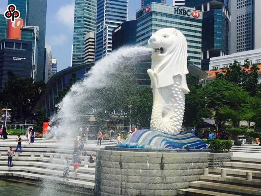 圖為新加坡地標「魚尾獅」一景。(本報資料照)