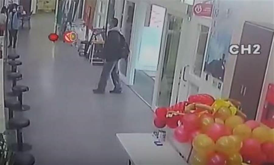 雲林男子赴陸返台徒步回家,雲林衛生局協助居家檢疫。(翻攝照片/張朝欣雲林傳真)