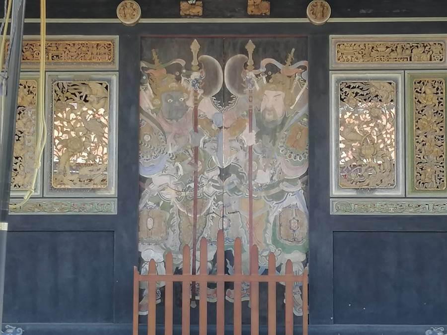 霧峰林家宮保第在九二一地震受損,其中,大門門神彩繪以國際級手法完成修復,堪稱台灣第一例。(林欣儀攝)