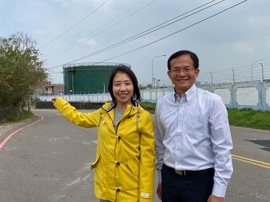 新竹市議員李妍慧(左)與曾資程13日提出呼籲,未來油槽應做更全面的規畫,活化用地、再生油庫,賦予油庫第2生命。(陳育賢攝)