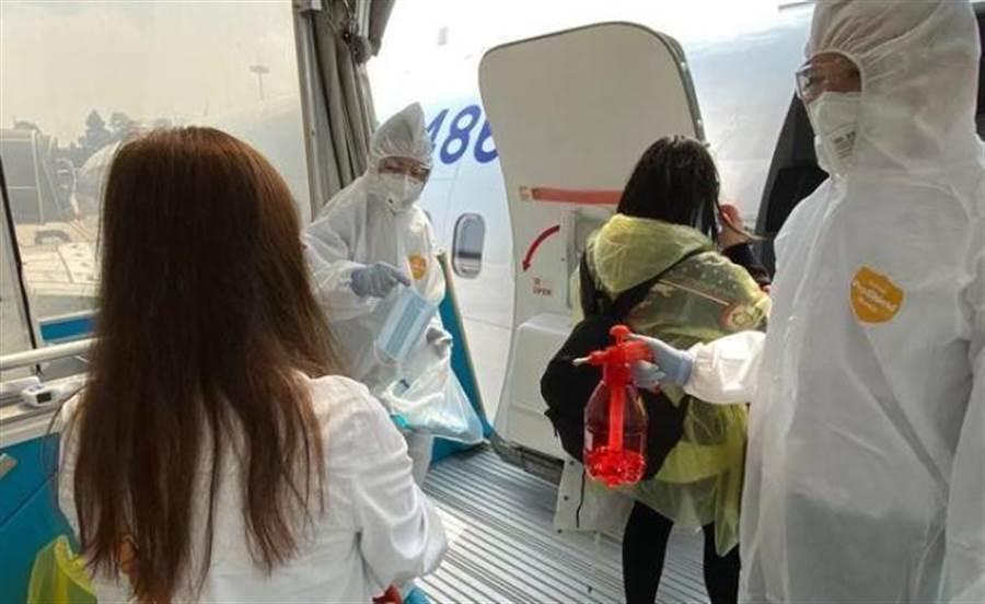 大陸民航局表示,已接回滯留海外的中國公民1185人。(取自澎湃網)