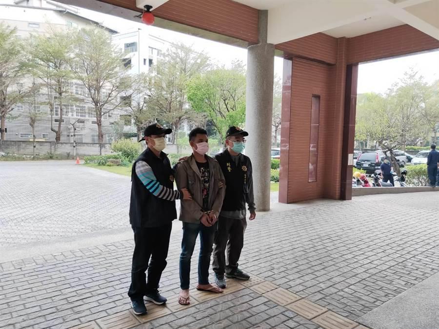 太平警方在15小時候逮捕涉案的蘇姓移工。(民眾提供/台中馮惠宜傳真)