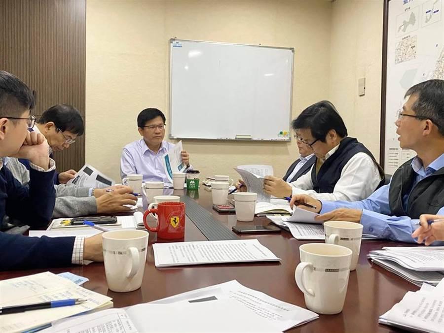 左三為交通部長林佳龍。(圖/取自林佳龍臉書)