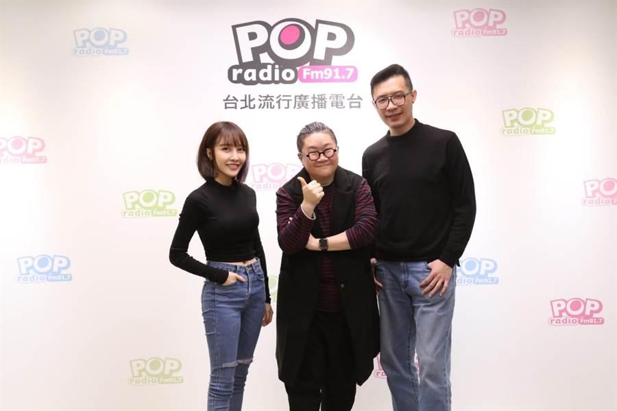 張若凡(左)、陳君豪(右)接受toto訪問,聊歌手與製作人合作的心理攻防戰。(POP Radio提供)