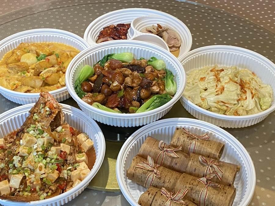 因應疫情衝擊,裕元花園酒店推出「星料理」合菜組以外帶服務且經濟實惠的家庭分享餐搶攻宅經濟。(馮惠宜攝)