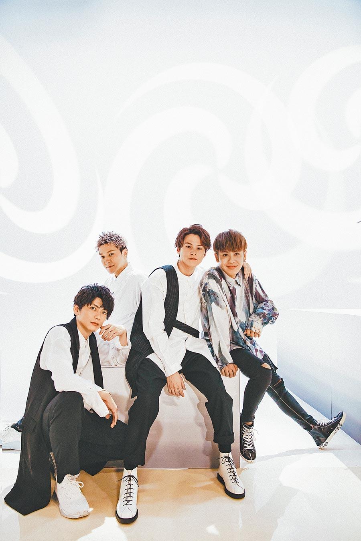 鼓鼓(右)和日本團體Lead合作〈超展開〉日文單曲。(相信音樂提供)