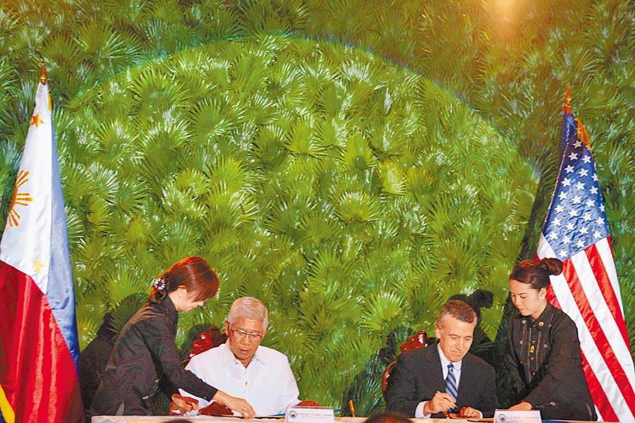 2014年菲律賓與美國簽署為期10年的《加強防務合作協定》,美軍可使用菲國軍事基地。(中新社資料照片)