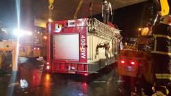 拖板車司機喝酒精性提神飲料撞翻消防車 隊員1死4輕重傷