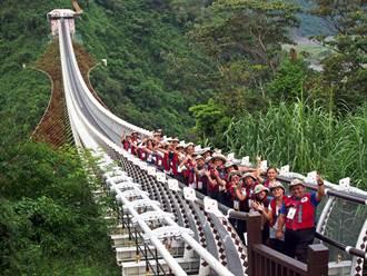 山川琉璃吊橋遊客只剩1/3 縣府將加強交通及改善步道