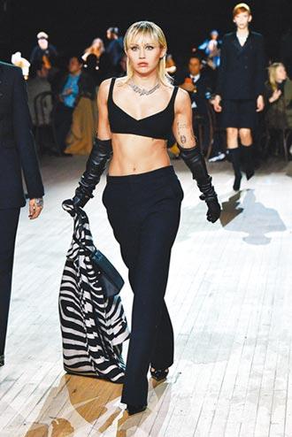 麥莉希拉炫腹踩場 Marc Jacobs大秀壓軸