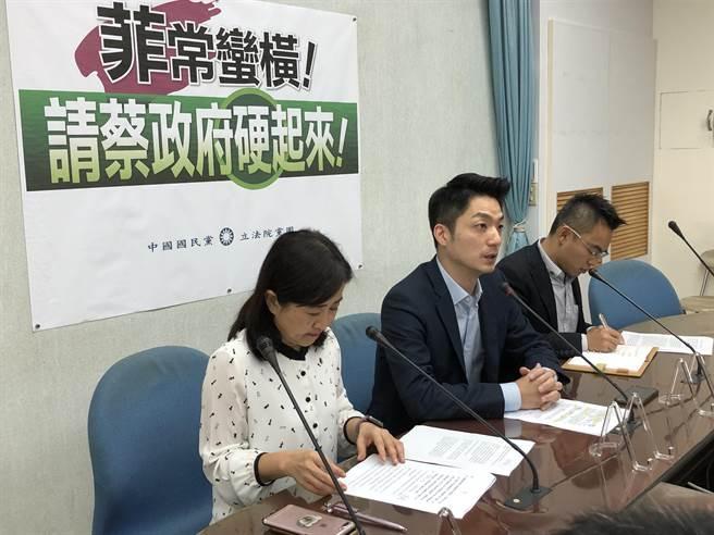 國民黨團上午舉行「菲常可惡!蔡政府硬起來」記者會。(趙婉淳攝)