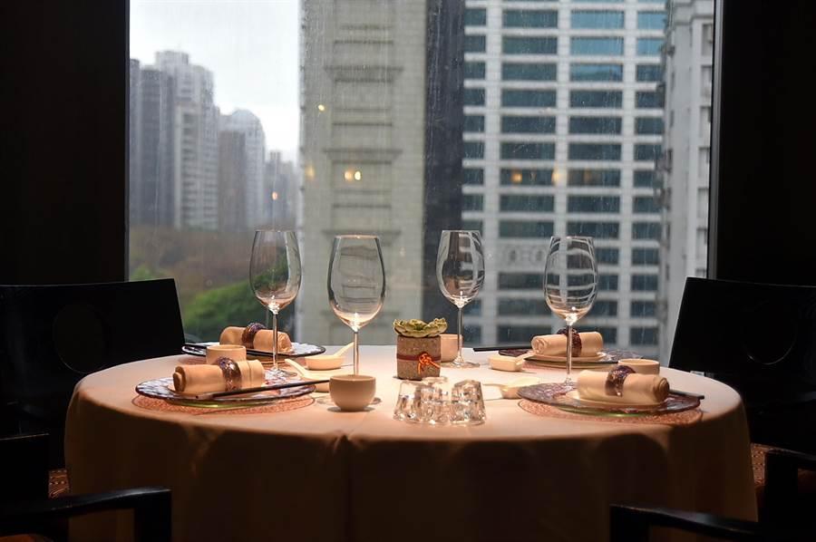 〈香宮〉粵菜餐廳是香格里拉台北遠東國際飯店的旗艦中餐廳,裝潢陳設走高檔路線。(圖/姚舜)