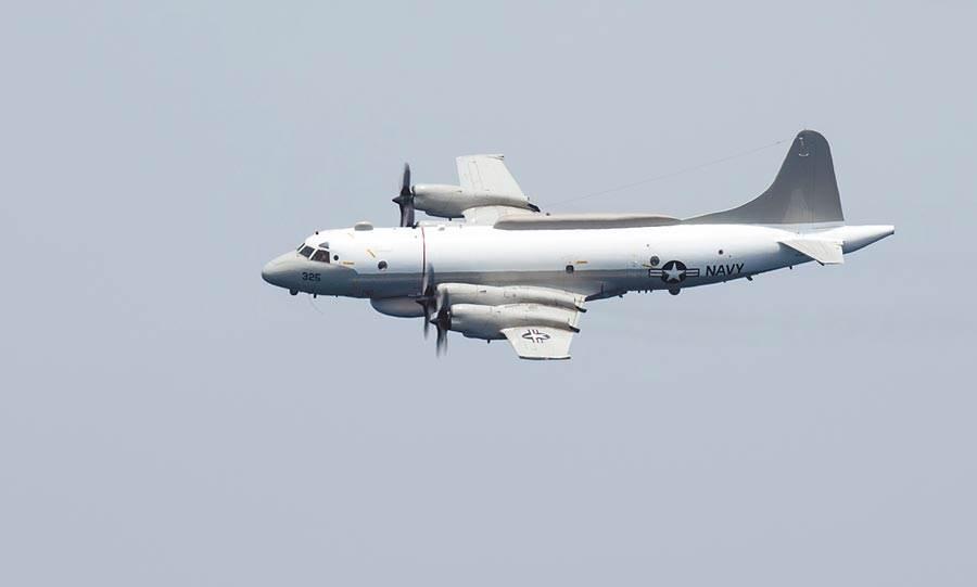 一架美軍軍機上午又出現在台灣西南海域上空,這已經是連續三天有美軍機接近台灣,疑似與昨天接近的EP-3C電偵機相同。(翻攝美國海軍官網)