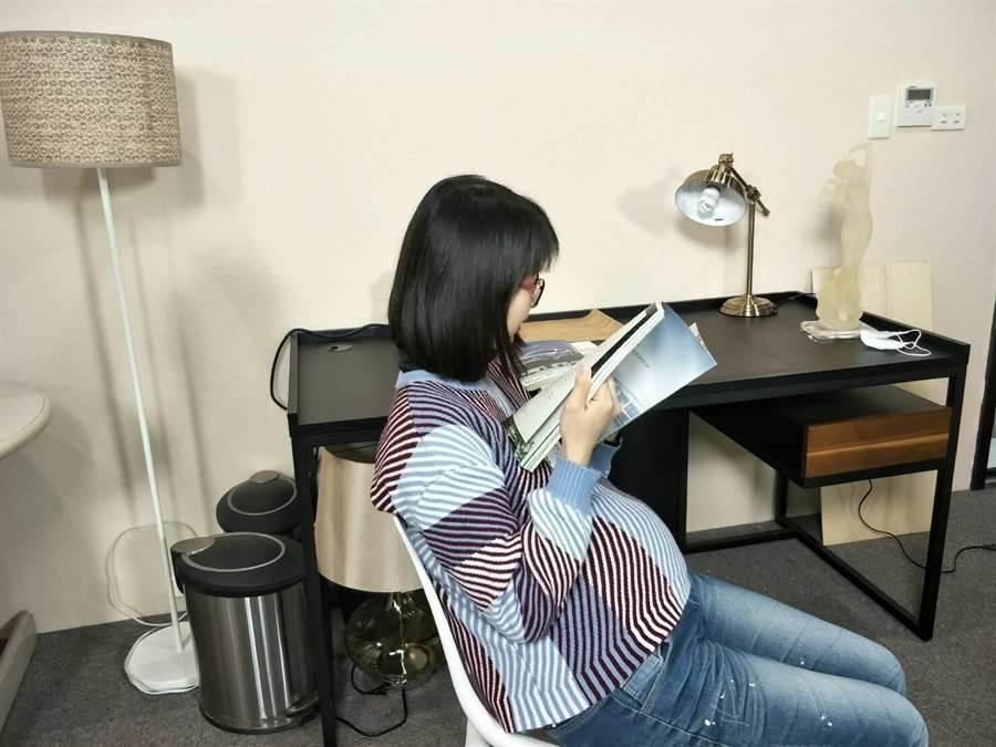 醫師洪晨昕建議孕婦宜放鬆心情養胎。(陳淑娥攝)