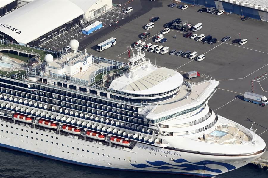 爆發新冠肺炎群聚感染疫情的「鑽石公主」號遊輪曾停泊沖繩那霸港。(美聯社)