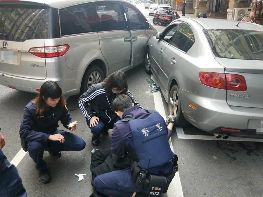 警方循線追查偷車賊,卻遭衝撞,警方只好開槍攔阻。(中壢分局提供/邱立雅桃園傳真)