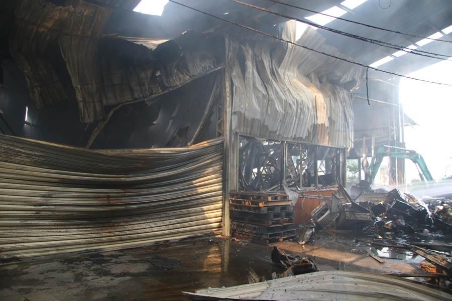 台中市大雅區違章工廠去年10月發生大火,導致救災的2名消防隊員殉職火場,台中檢方起訴工廠負責人。(檢方提供/林欣儀台中傳真)