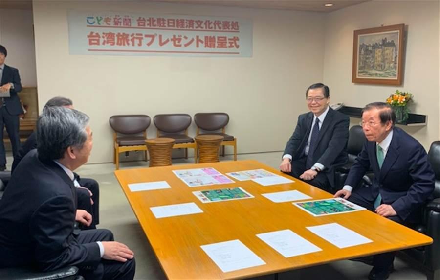 謝長廷14日出席日本《每日新聞》舉辦的小學生認識台灣有獎徵答活動頒獎典禮。(黃菁菁攝)