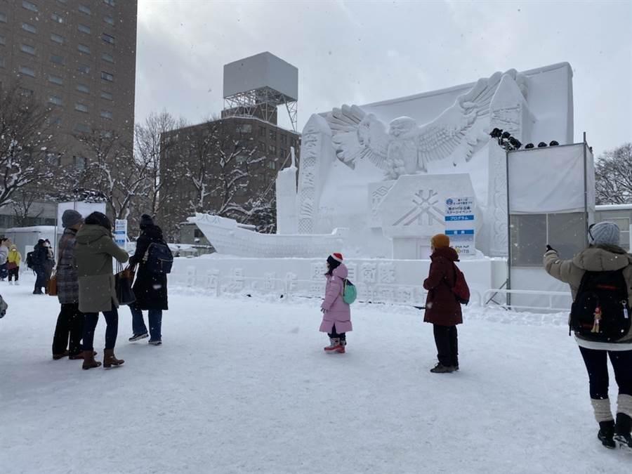 今年的北海道雪祭先是受暖冬缺雪影響,再是新冠肺炎疫情的打擊,遊客減少許多。(遊客提供)