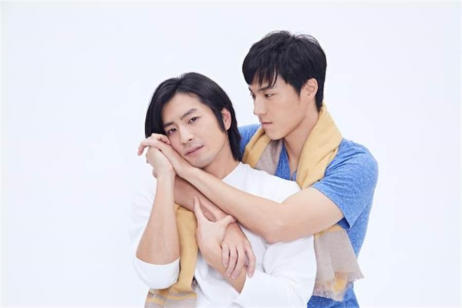 唐振剛(右)與福地祐介在情人節各自告白為戲宣傳。(故事工廠提供)