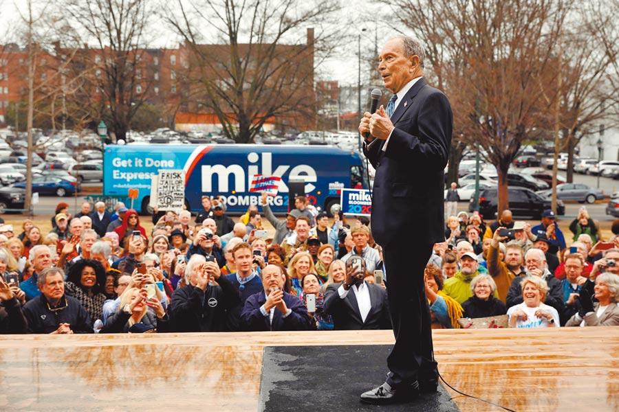 前紐約市長彭博12日在田納西州的造勢大會上演說。美國民主黨總統初選呈現拉鋸,可能要到3月3日彭博參戰後,情勢才明朗化。(路透)