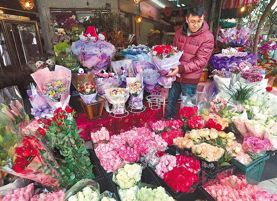 新冠肺炎疫情影響情人節買氣,花店業者也大受衝擊。(本報資料照片)