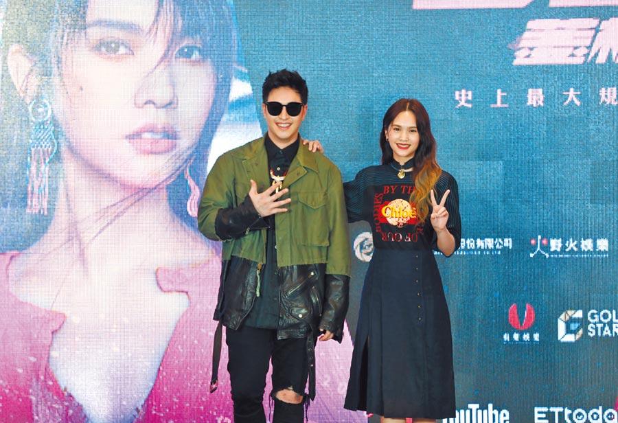 杨丞琳(右)与潘玮柏担任《菱格世代DD52》导师,拥有多年好交情。 (野火娱乐提供)
