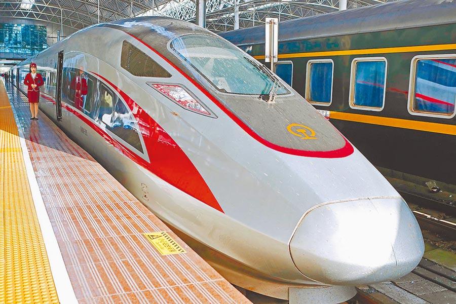 自上海站出發的京滬高鐵復興號。(中新社資料照片)